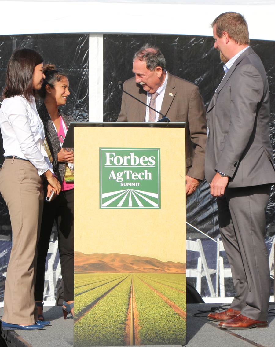 Diane Wu and Poornima Parameswaran of Trace Genomics received the Thrive Overall Innovation Award from Salinas Mayor Joe Gunter and Chris Boody of SVG. The competitive award recognizes a small company doing incredibly disruptive and innovative things. (Credit: Jan Janes Media)