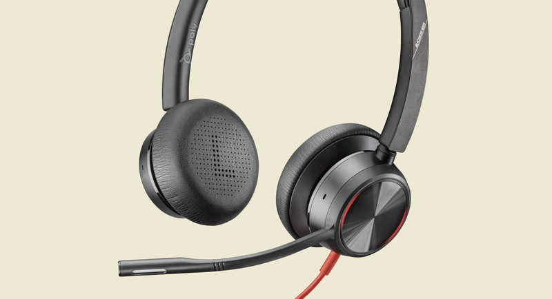 Blackwire 8225 is a premium corded USB headset designed to reduce distracting background noise and deliver uninterrupted communications so users can work from anywhere.